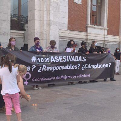 Cientos de personas condenan en Valladolid el crimen machista de ayer.